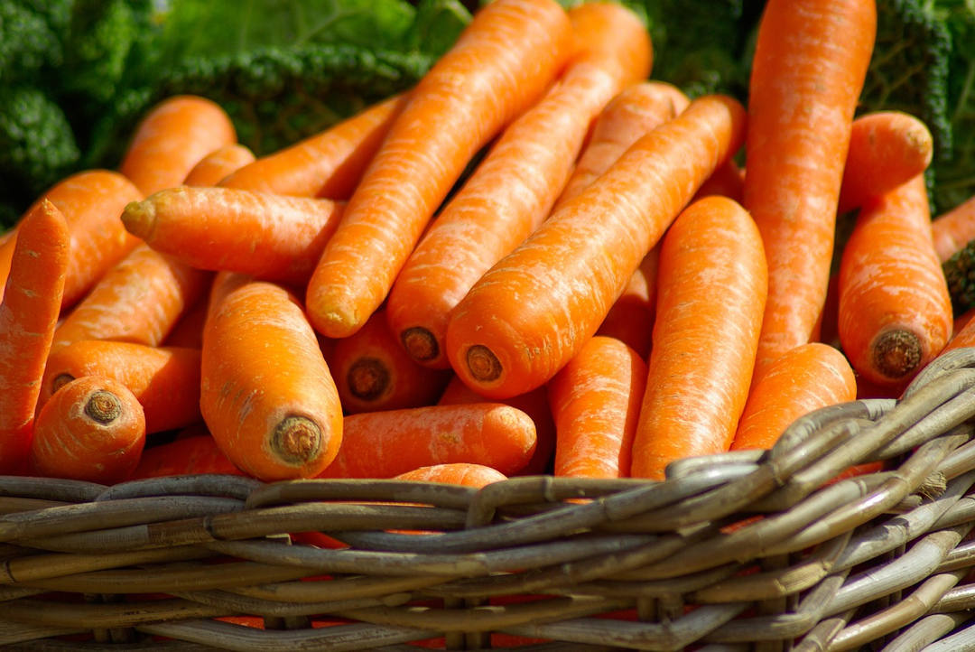 spring, carrots, organic food, local food, healthy food, season food, fruit, strawberry