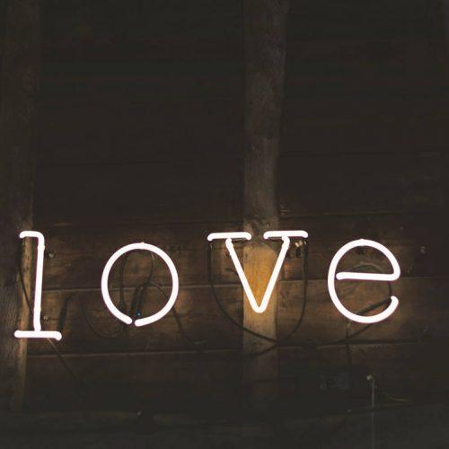 thesis and gems, valentine's day, día de san valentin, regalos san valentin, valentine's day gift guide, eco romantics, romantics, ring, diamonds, bracelet, ethical luxury, eco luxury, luxury, handmade, sustainable luxury, sustainable luxury gifts, regalos de lujo sostenible, Stainless Light Maple Grey Watch, MAM Originals, marca ética de relojes, relojes de madera, wooden watches, Fundación Earthbeat, Vieri Responsible Fine Jewellery, Navidades, Navidad, guía de regalos, gift guide, christmas guide, christmas 2017, Navidades 2017, present, gift, regalo, Rihanna Chopard Joaillerie, Chopard, Fairmined, oro ético, diamantes, prácticas comerciales sostenibles, sustainable practices, Alliance for Responsable Mining, Minería Responsable, Salinar Journal, diario Salinar, Marina Vaptzarova, Positive Luxury, gargantilla, Vieri Haute Joaillerie, impacto positivo, sostenible,
