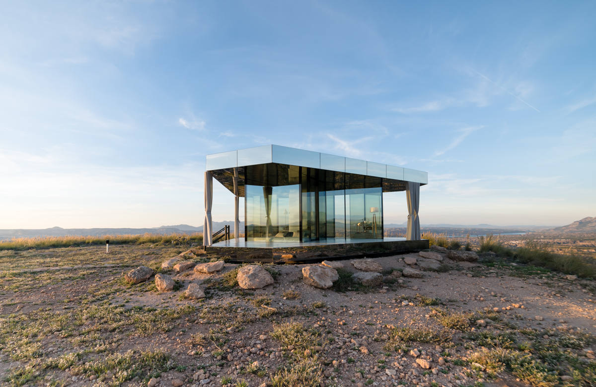 La casa del desierto, desert house, Guardian Glass, mindfulness, sustainable travel, sustainable design, eco design, Gorafe Desert, Deserts, deserts of Spain, Granada, Hess Klangkonzepte, Caplait Shoes, D'talhes, D'Raiz, eco bolso, eco tunic, sandals, singing bowl, meditation, relax, sustainable luxury, luxiders magazine, coco rubio photographer