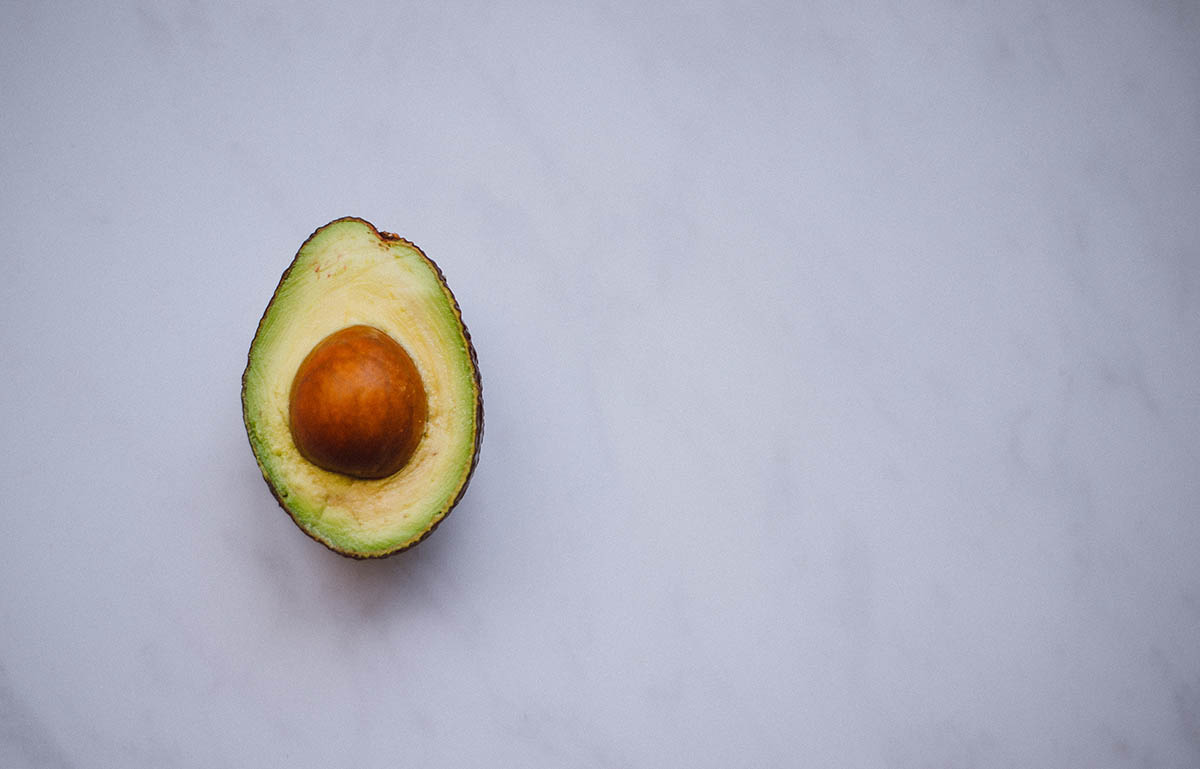 avocado und Umweltschutz, Nachhaltigkeit und avocado, ist avocado nachhaltig, ist avocado umweltfreundlich, wie viel wasser für avocado, avocado herstellung, tipps für nachhaltiger essen, ethical eating, sustainable food, sustainable eating, vegan, avocado, avocado ban, conscious eateries, how to eat sustainable, how to eat ethical, is avocado good for you, avocado issues, avocado from mexico, mexico drug cartels, drug cartel and avocado, avocado production of avocado, hass avocado, sustainable culture, how to eat healthy, avocado health benefits, avocado environmental issue, avocado water consumption, mexico, avocado export, avocado co2 emissions, fairtrade, fairtrade mark, fairtrade products, ethical living, magazine of sustainable living, food issue, luxiders magazine, avocado price, where to buy avocado, pine forest, avocado plantations, Water Footprint, carbon footprint of avocado, comida sostenible, nachhaltiges essen, nachhaltigkeit avocado, oro verde, aguacate mexicano, aguacate problemas,