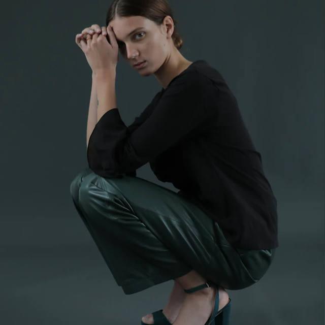 Sustainable-shopping-woman-fashion-aqua-rock