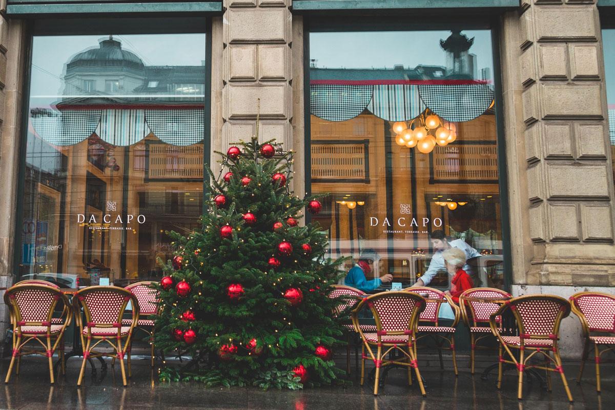 emilie-ferris-christmas-tree