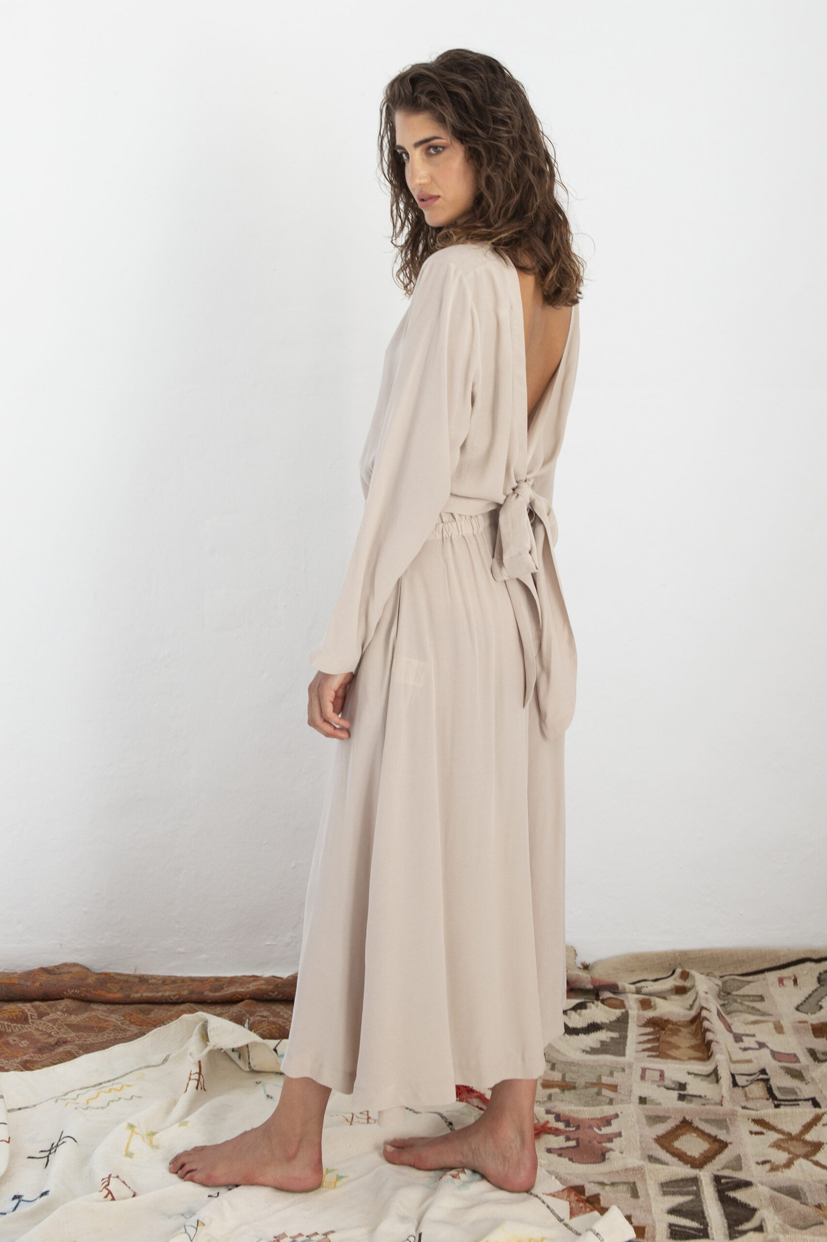 W_Suite 13_AISSA-BLOUSE-STONE-BACK-scaled